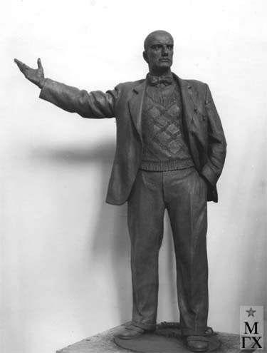 Л.Д. Муравин,  В. Маяковский. 1948.